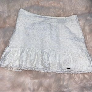 💓 (B1G2) Hollister White Lace Skirt